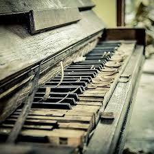 Afbeeldingsresultaat voor oude verlaten piano