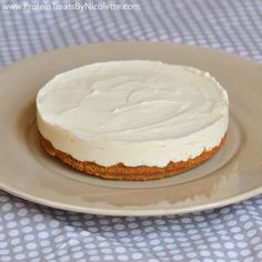 Mini Protein Key Lime Pie - Protein Treats by Nicolette  Makes 4 servings 1 serving = 1 slice  Macros for 1 slice without topping: 123 cals, 6.9g protein, 7.7g carbs, 2.1g sugar, 6.8g fat, 0.6g fiber
