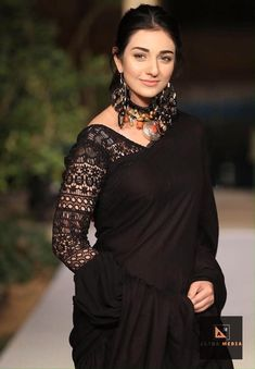 New trendy blouse collection. R huge collection of these blouses please visit /c/alphamediahouse. Stylish Blouse Design, Fancy Blouse Designs, Blouse Neck Designs, Sari Design, Diy Design, Designer Kurtis, Sari Bluse, Indische Sarees, Diy Clothing