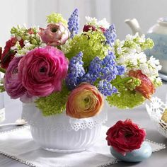 centerpiece floral arrangements | to Create Floral Arrangements in Shallow Containers, Beautiful Flower ...