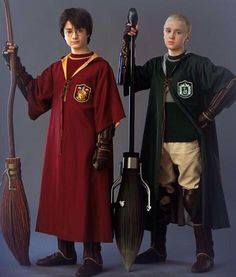 Draco Malfoy and Harry Potter Quidditch for Halloween Costume Harry Potter World, Sac Harry Potter, Harry Potter Enfants, Mundo Harry Potter, Harry Potter Games, Harry Potter Draco Malfoy, Harry Potter Theme, Harry Potter Characters, Harry Potter Cloak