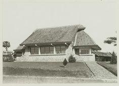 Nederlands-Indische veeartsenschool te Buitenzorg. Ca 1930 (Vooraanzicht van de afdeling infectieziekten)