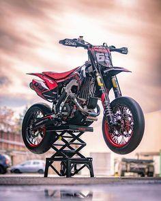 Super Motard🐉 × × 🔥🔥🔥Tag your gang who should see this🔥🔥🔥 × × motodelics motodelics supermoto bikelife Motorcross Bike, Motorcycle Bike, Motard Bikes, Ktm Supermoto, Monster Energy Supercross, Cool Dirt Bikes, Ducati Cafe Racer, Drift Trike, Pit Bike