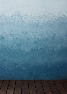 Ноша новая локация - синяя стена с градиентом.  Blue wall with a gradient. #fafastudio #blue_wall_gradient #gradient #studio #location #backdrop