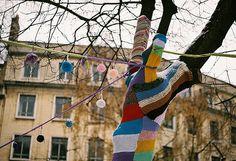 Colourful Knitted Tree and Lanterns #knitting #wool #yarn #knitbomb #tree #lantern