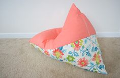 Do you have fabric, a zipper and a sewing machine? Hayley from Grey House Harbor is showing us how to sew a kids bean bag chair in only 30 minutes! Pillow Lounger, Bean Bag Lounger, Bean Bag Sofa, Bean Bag Seats, Diy Kids Furniture, Simple Furniture, Furniture Chairs, Patio Chair Cushions, Diy Chair