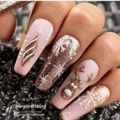 2019 Eye-Catching Christmas Nails Ideas - Page 11 of 11 - Vida Joven : Christmas is approaching. Is your Christmas nails ready? Are sweater nails popular this year, or classic red nails, or are you still uninspired? Christmas Gel Nails, Xmas Nail Art, Holiday Nails, Christmas Christmas, Christmas Makeup, Christmas Crafts, Acrylic Nails Natural, Best Acrylic Nails, Winter Acrylic Nails