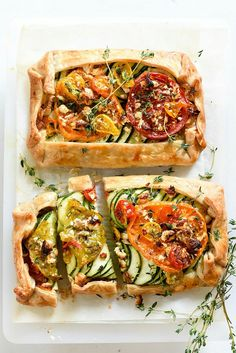Tomato Recipes Heirloom Tomato, Zucchini, Caramelized Onion and Feta Galette - 25 Feel-Good Recipes You Should Absolutely Make Before Summer Ends - It isn't pumpkin spice season yet. Vegetable Recipes, Vegetarian Recipes, Cooking Recipes, Healthy Recipes, Vegetable Pie, Comida Pizza, Galette Recipe, Good Food, Yummy Food