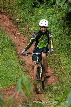 Salah satu track di Jalur Pipa Gas Mountain Bike Park adalah Track Turunan S yang membutuhkan keberanian dan ketepatan dalam mengendalikan sepeda.  post by http://www.jpgbintaro.com