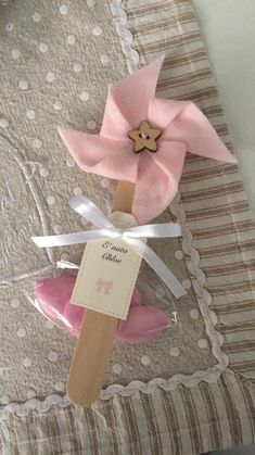 Francesca Messere's media content and analytics Baby Shower Souvenirs, Baby Shower Favors, Baby Shower Parties, Baby Shower Gifts, Diy And Crafts, Crafts For Kids, Paper Crafts, Newborn Gifts, Baby Gifts