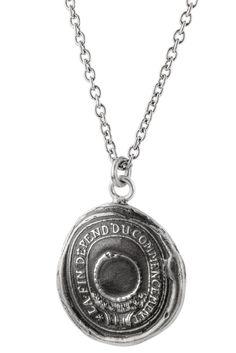"""""""Wissensdurst""""-Anhänger als Talisman-Halskette designed von Pyrrha:   Auf diesem Talisman Anhänger ist die französische Gravur zu lesen """"La Fin Depend Du Commencement"""". Es bedeutet """"das Ende ist abhängig vom Anfang"""", mit anderen Worten: """"Wie du säst, so wirst du ernten"""". Gleichzeitig ist ein Ouroboros (eine Schlange, die sich selbst in den Schwanz beißt) zu sehen.  Diese symbolisiert den unaufhörlichen Wissensdurst, den dieser Anhänger beim Träger auslöst."""