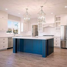 Loving the blue .....Tag a friend who would love this too!.... credit: @millhavenhomes #beautifulhome#classyinteriors#luxurydesign#elledecor#housebeautiful#betterhomesandgardens#instadecor#dreamhouse#homedesign#ighome#bhg#myhousebeautiful#inspireme#instadesign#homedecor#interiorlovers#interiorandhome#interiorforinspo#ambientes#homestaging#decoracion#entrance#luxuryrealestate #maison#interiordesigner#instainterior#designinspo#interiorforyou#kitchendecor##dreamkitchen