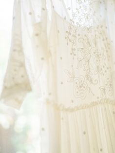 White dress: http://www.stylemepretty.com/little-black-book-blog/2015/03/23/whimsical-garden-inspired-bridal-shower/ | Photography: Honey Honey - http://www.hoooney.com/