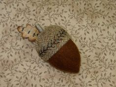 Primitive Hand Dyed Wool Folk Art Acorn Pincushion~Pinkeep~paper leaf USAPRIM
