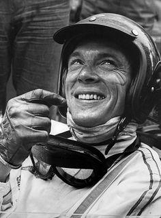 Piloto foi pioneiro no uso de capacetes fechados no automobilismo: Dan Gurney Vintage Sports Cars, Vintage Race Car, Le Mans, Formula 1, Dan Gurney, Race In America, Lotus Car, American Racing, Ford