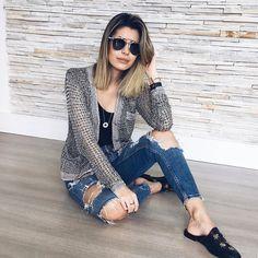 Look de agora com meu casaquete desejo da @carolbassibrand! E o quanto ele combina com tudo vai desde o jeans até por cima daquele vestido preto de festa  #carolbassi #casaqueteCarolBassi #únicoeeterno