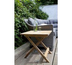 Cinas York Havebord i teaktræ. Enkelt lille foldebord i massiv teaktræ. Bordet er smart på den mindre terrasse eller balkon.
