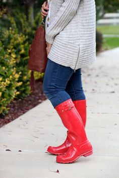 With the weather in the steady high and low of Fall is definitely in the air. I'm a little nervous for how quickly… Cowgirl Boots, Western Boots, Riding Boots, Hunter Boots Outfit, Hunter Rain Boots, Timberland Style, Timberland Fashion, Camera Strap Cover, Trousers