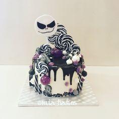 Tim Burton theme candy cake by Mia bakes