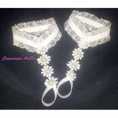 Resultado de imagen para pies descalzos para bebe bautizo Diy Barefoot Sandals, Bare Foot Sandals, Sewing For Kids, Baby Sewing, Crochet Baby Sandals, Ankle Jewelry, Baby Slippers, Baby Feet, Baby Girl Dresses