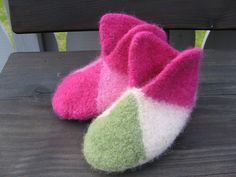 I'm going to try making these felted slippers soon.