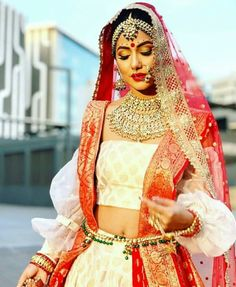 Red and white lhengha. Heavy jewellery and bridal makeup Indian Bridal Outfits, Indian Bridal Fashion, Indian Bridal Makeup, Indian Dresses, Bridal Dresses, Wedding Outfits, Bridal Beauty, Pakistani Dresses, Anushka Sharma