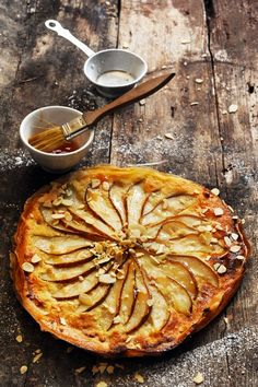 Tarte fine aux poires et aux amandes/Flat pears and almond tart Tart Recipes, Sweet Recipes, Dessert Recipes, Cooking Recipes, Dessert Food, Cooking Tips, Pear And Almond Tart, Pear Tart, Sweet Pie