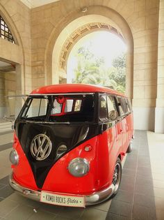 Vw camper in red & black. Volkswagen Transporter, Vw T1 Camper, Vw Caravan, Volkswagen Bus, My Dream Car, Dream Cars, Beatles Vans, Combi T1, Short Bus