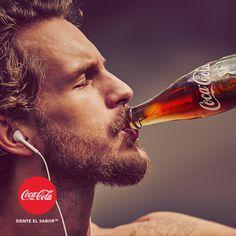 """¿Quieres disfrutar de los momentos más """"Coca-Cola"""" y tener un álbum cargado de sabor? Entra en nuestra galería de imágenes y #SienteElSabor http://spr.ly/6491BwNaz"""