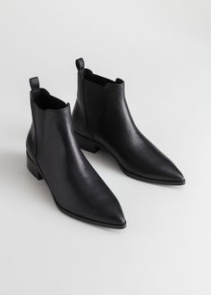 Leather Chelsea Boots Chelsea-Lederstiefel – Schwarzes Leder – Chelseaboots – & Other Stories Boots Chelsea, Black Leather Chelsea Boots, Womens Chelsea Boots, Black Boots Flat, Black Chelsea Boots Outfit, Pointed Chelsea Boots, Pointed Ankle Boots, Black Booties, High Boots