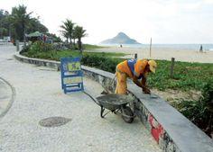 Os trabalhos também atendem a trecho de 30 metros quadrados de piso em pedras portuguesas da Praia do Pontal.