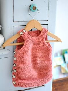 Used pattern: Pebble (Henry's Cobblestone-inspired Manly Baby Vest) - *pattern Baby Knitting Patterns, Knitting For Kids, Crochet For Kids, Baby Patterns, Knitting Projects, Hand Knitting, Knit Crochet, Knitted Baby, Häkelanleitung Baby