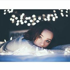 Uploaded by 𝐊𝐀𝐍𝐃𝐑𝐀. Find images and videos about girl, love and cute on We Heart It - the app to get lost in what you love. Fairy Light Photography, Bokeh Photography, Christmas Photography, Night Photography, Creative Photography, Portrait Photography, Artsy Photos, Portrait Lighting, Portraits
