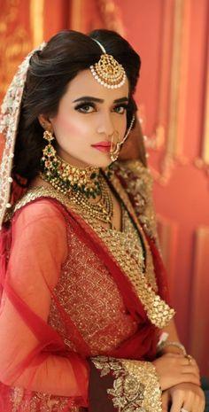 Bridal Makeup Looks, Indian Bridal Makeup, Bridal Looks, Bridal Style, Walima Dress, Shadi Dresses, Desi Wedding, Wedding Beauty, Elegant Bride