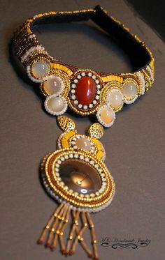 Mi collar mas reciente!   No tiene nombre todavia y tambien   falta por terminar, la cerradura y   forrarlo!!                            ...