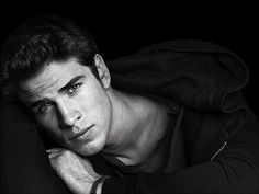 Liam Hemsworth. Beautiful.