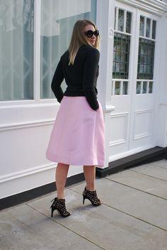 I Believe in Pink  #pink #tibi #zoekarssen #streetstyle #audreyhepburn