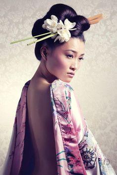 Orchid Shoots Up-do Geisha.Up-do Geisha. Geisha Make-up, Geisha Hair, Geisha Japan, Japanese Beauty, Japanese Girl, Asian Beauty, Japanese Kimono, Japanese Makeup, Natural Beauty