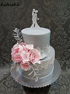 pink flower wedding cake by Katarína Mravcová - http://cakesdecor.com/cakes/305014-pink-flower-wedding-cake