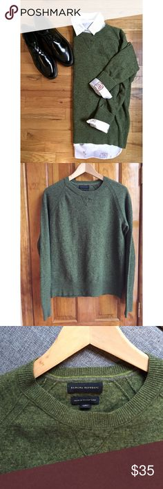 """Banana Republic Italian Merino Wool Sweater GREAT Size:S // Material: 80% ITALIAN Merino Wool 20% Nylon // Bust (underarm to underarm when laid flat): 18"""" Length:24"""" Sleeve Length:26"""" // 15% off on bundles. I ship same-day from pet/smoke-free home. Buy with confidence. I am a top seller with close to 400 5-star ratings and A LOT of love notes. Check them out. 😊😎 Banana Republic Sweaters Crew & Scoop Necks"""