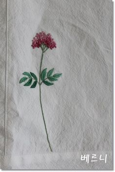 쥐오줌풀꽃으로 가리개를 ~~ 광목을 잘라 조각보를만들고 수를놔서 예쁜가리개로~~~