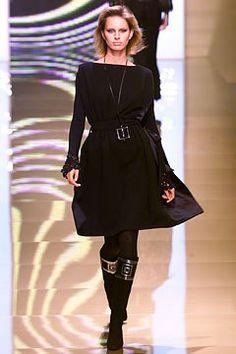 Valentino Fall 2002 Ready-to-Wear Fashion Show - Valentino Garavani, Karolina Kurkova