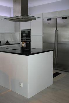Modernisti Kodikas: rakentaminen Uunit-tiskikone-jääkaappi