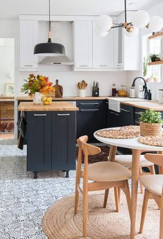 KITCHEN REVAMP – TWO-TONED MODERN KITCHEN