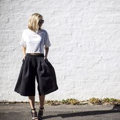 These 5 Outfits Will Make You Want To Buy A Pair Of Culottes NOW #refinery29 http://www.refinery29.com/how-to-wear-culottes#slide5 Laurie Young of The Rue Collective opts for a shapely pair of culotte shorts.