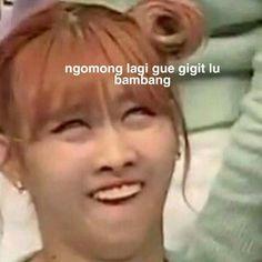 Super Funny Memes, Funny Kpop Memes, Cute Memes, Funny Quotes, Meme Faces, Funny Faces, K Meme, Reaction Pictures, Derp