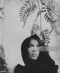 News Photo : Socialite Talitha Getty wears a hooded cape... Talitha Getty, Style Hippie Chic, Bohemian Chic Fashion, Vintage Fashion, Lee Radziwill, Marianne Faithfull, Swinging London, Vanity Fair, Playboy