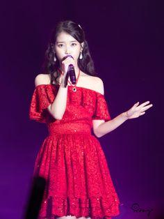 K-Pop Babe Pics – Photos of every single female singer in Korean Pop Music (K-Pop) Iu Moon Lovers, Lee Hyun Woo, Girl Celebrities, Pop Bands, K Idol, Female Singers, Single Women, Simple Outfits, Korean Singer