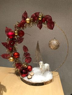Noel Christmas, Christmas Wreaths, Christmas Ornaments, Christmas Candle Decorations, Christmas Floral Arrangements, Christmas Crafts, Garlands, Home Decor Ideas, Christmas Decor