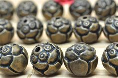 4 pcs of Antique brass coating jewelry carve Flower Spacer Connector Copper round beads in 8.5 mm